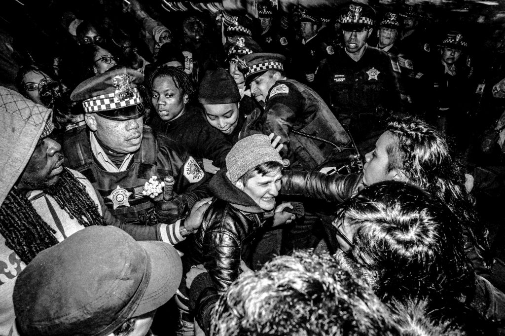 Violence erupts in #Chicago as #Trump protesters clash with police.